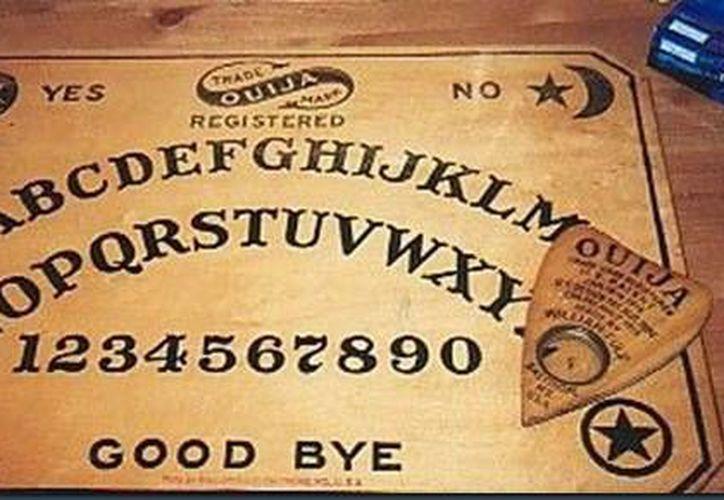 Cientos de jóvenes han jugado con la tabla ouija sin saber cómo se utiliza. (Jorge Moreno/SIPSE)