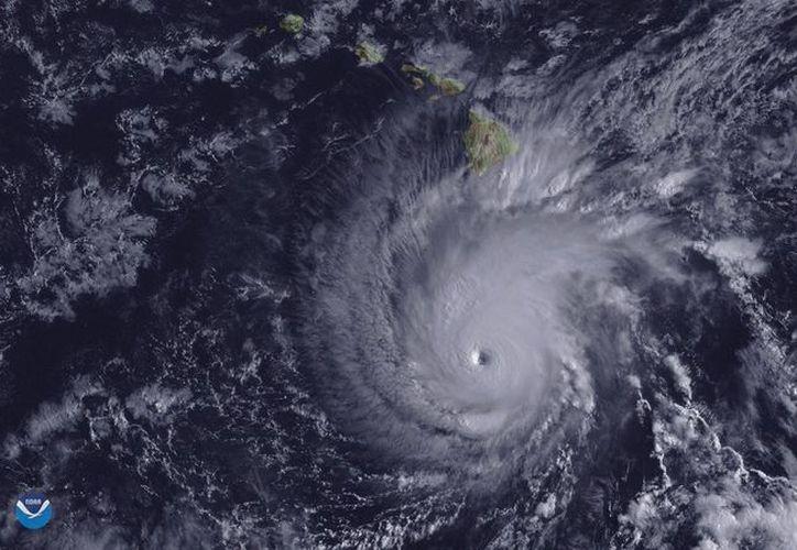 Se espera que para mañana, el ciclón baje hasta la categoría dos. (Internet)