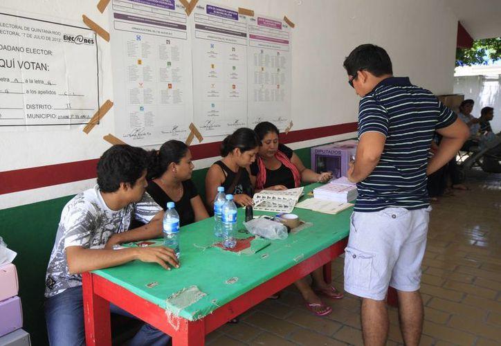 El INE abrió la posibilidad de que los jóvenes que aun no cumplen la mayoría de edad puedan obtener sus credenciales de elector para participar en las elecciones. (Harold Alcocer/SIPSE)