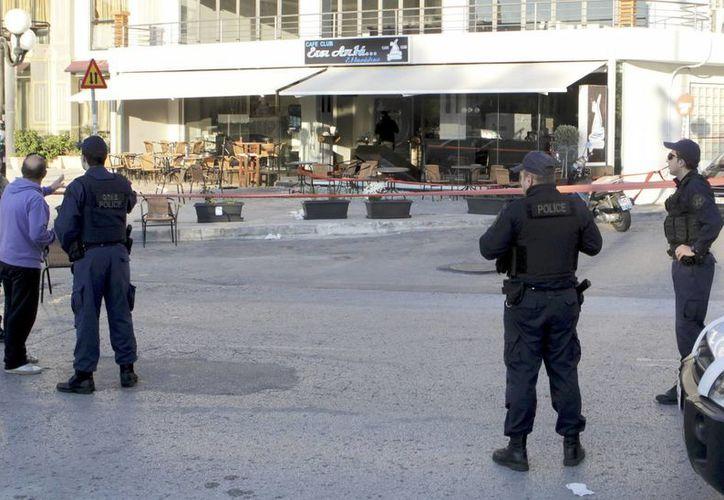 El atacante abrió fuego indiscriminado después de amenazar a varios clientes en una discoteca de Atenas. (EFE)