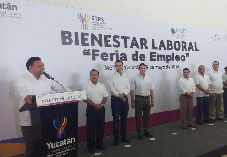 El gobernador Rolando Zapata Bello al declarar la inauguración de  la Feria Estatal del Empleo. (Candelario Robles/Milenio Novedades)