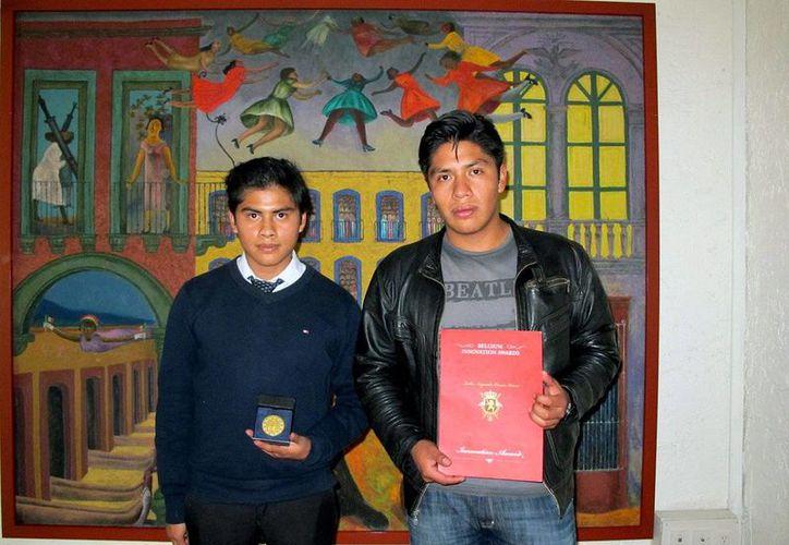Los politécnicos David Campos Genaro  y Fernando Alcántara fueron los únicos mexicanos en el concurso y con su prototipo vencieron a competidores de Polonia y Rumania. (@IPN_MX)