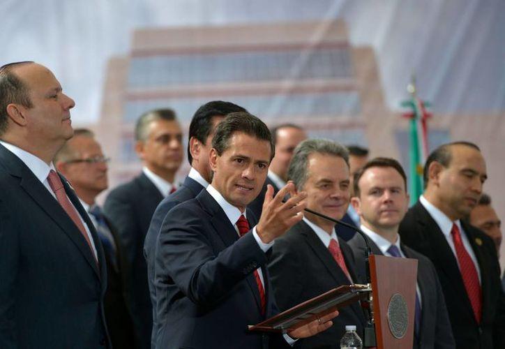 El presidente Enrique Peña Nieto dijo a los alcaldes que 'no se distraigan', porque lo mas importante es cumplir con lo comprometido. (Notimex)