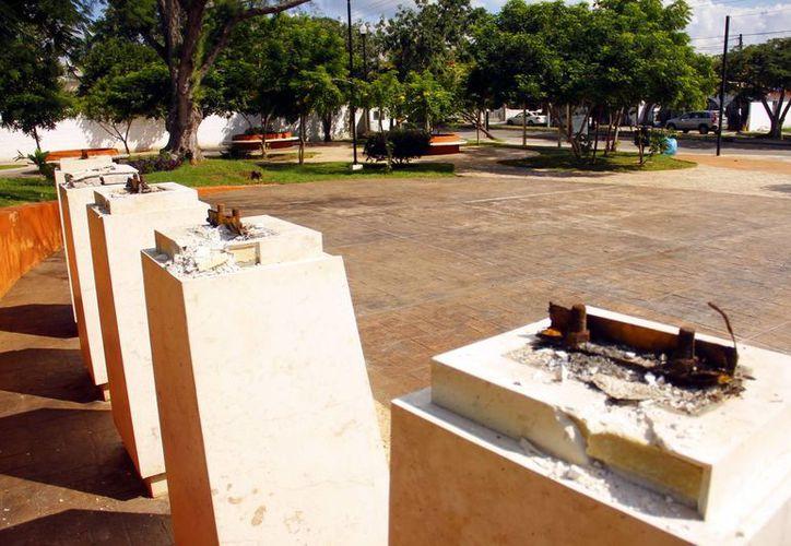 Sólo quedaron las bases donde se ubicaban los bustos. (Milenio Novedades)