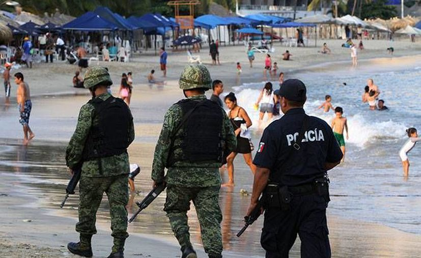 Acapulco y Zihuatanejo alcanzan un 90 % de ocupación este fin de semana, por lo que ha habido un aumento en elementos policiacos en el primer caso. (Foto tomada de excelsior.com.mx)