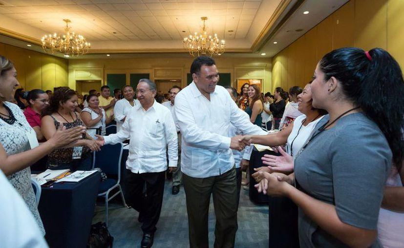 En reunión con gente de la CROC el gobernador Rolando Zapata reconoció la visión propositiva de la organización obrera para garantizar el bienestar, justicia laboral y prestaciones de los afiliados. (SIPSE)