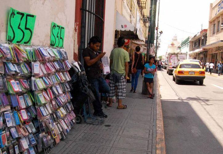El incremento en el comercio informal es palpable en las calles de Mérida. (Milenio Novedades)