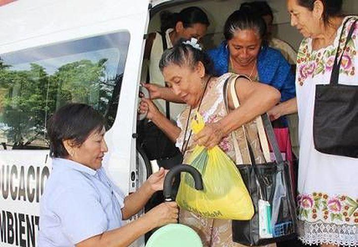 Más de 800 personas hicieron uso del transporte del Ayuntamiento de Mérida durante poco más de 4 horas, debido al paro laboral de taxistas. (Foto cortesía del Ayuntamiento)