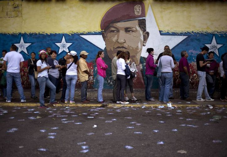 Miles de venezolanos acudieron a votar esperando que la próxima Asamblea Nacional haga algo por frenar la inseguridad y el alto costo de vida en el país. (AP)