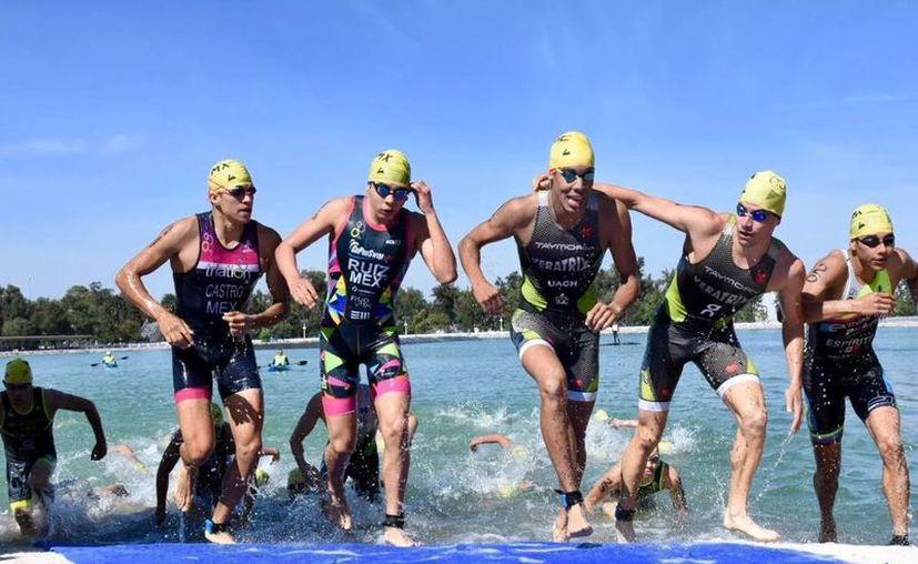 La edad mínima para participar en la categoría de Relevos, es de 15 años a 2019, establecido en el reglamento de la Federación Mexicana de Triatlón. (Ángel Villegas/SIPSE)