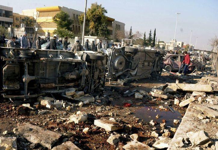 Efectos de la explosión del martes en una de las escuelas de Ingenieros de la Universidad de Alepo. (EFE/Archivo)