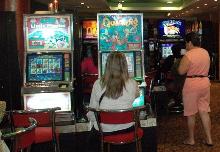 Los empresarios de casinos debieron de empezar a pagar el impuesto desde el 1 de este mes. (Milenio Novedades)