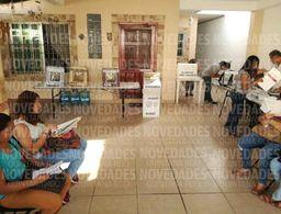 Llegan funcionarios y arman las mamparas en Chetumal