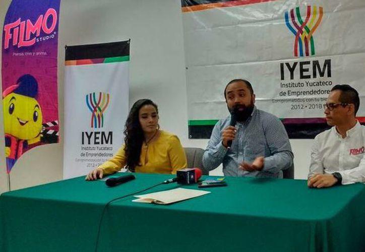 Filmo Studio y Start Up firmaron un convenio para realizar un curso de verano para niños y jóvenes en Yucatán. Los enseñarán a hacer cortometrajes. (Candelario Robles/SIPSE)