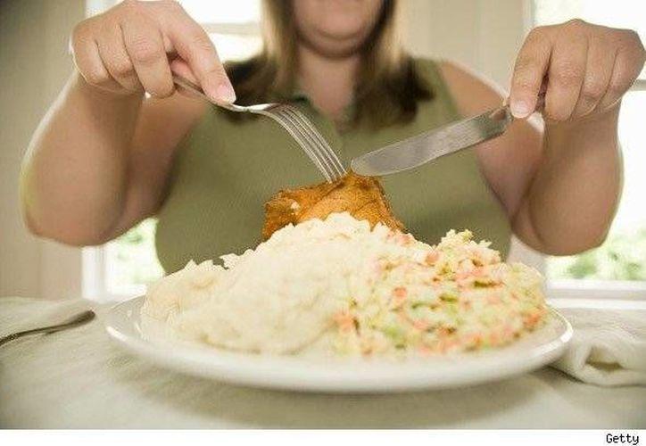 El doctor David Perlmutter afirma que si se cuida la salud intestinal se será más feliz y más inteligente. (Internet)