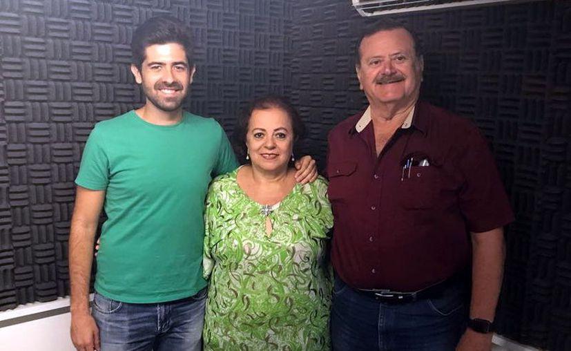 Gabriel Rodríguez-Parets,  Esperanza Nieto y Jorge Barrera durante la transmisión del programa. (Milenio Novedades)