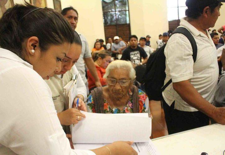 Se brinda atención en temas de asistencia legal e integración de expendientes.  (Foto: Jesús Caamal / SIPSE)