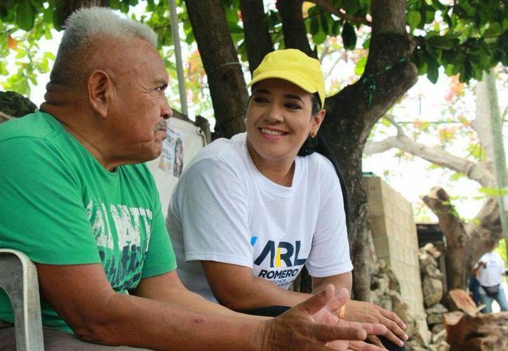 Al grito de: ¡Ya viene la paz! Karla Romero, invitó a los ciudadanos a apostar por su proyecto legislativo este 1 de julio. (Twitter)