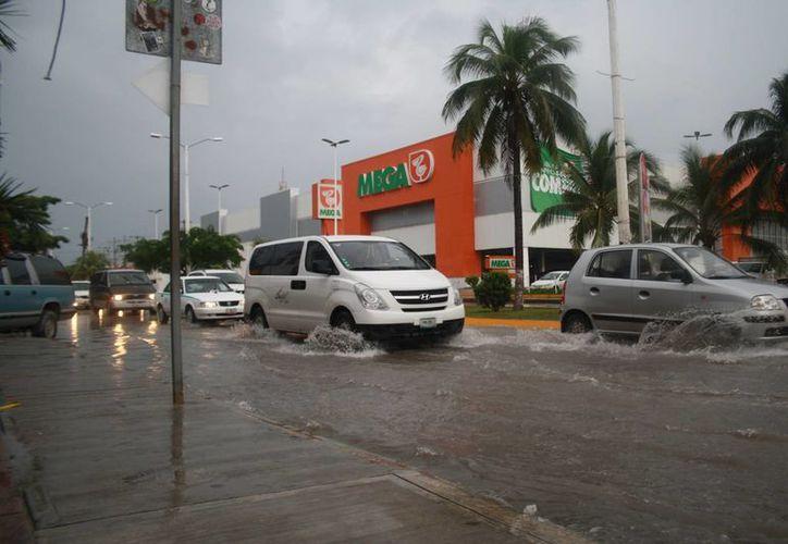 Se generan lluvias debido a los efectos del frente frío número 19. (Octavio Martínez/SIPSE)