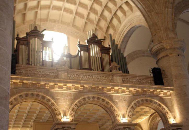El órgano de la Catedral de Mérida tiene 75 años de vida y requiere  requiere una urgente restauración y mantenimiento, según Víctor Urbán. (Milenio Novedades)