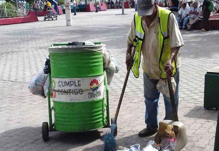 El personal de ambas instancias limpia diariamente toda la ciudad. (Cortesía)