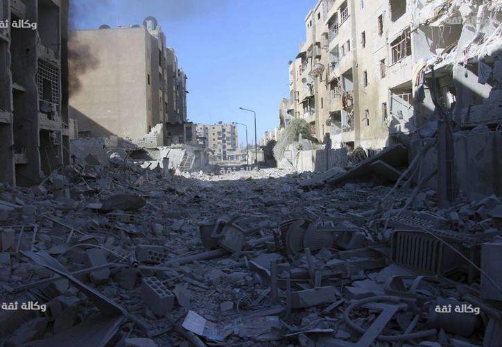 El sábado fue el cuarto día de los renovados ataques de cazas sirios sobre los distritos orientales de Alepo. (AP)