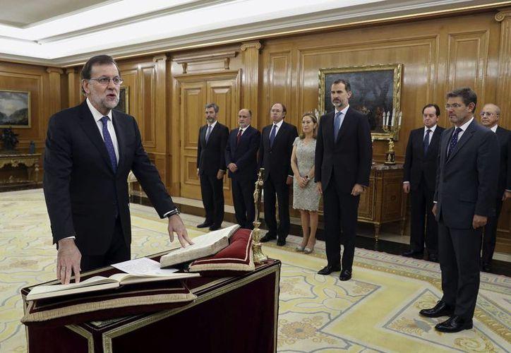 Mariano Rajoy presentó ante el rey Felipe VI, en el Palacio de la Zarzuela, en Madrid, España, los nombres del equipo que le acompañará en su próximo mandato, el jueves 3 de noviembre de 2016. (Foto: Ángel Díaz/vía AP)