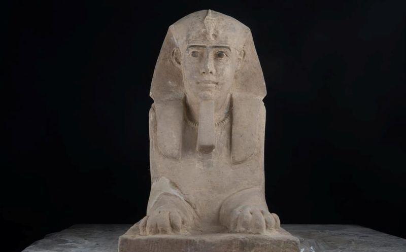 Arqueólogos descubren una antigua esfinge en Egipto