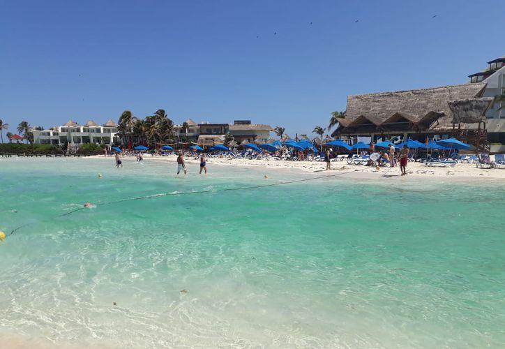 """Se colocó una línea de boyado de protección en todo Playa Norte y el balneario conocido como """"El Riíto"""" (Foto: Especial)"""
