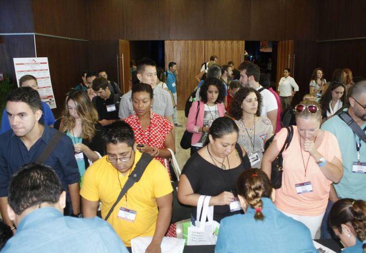 A la conferencia asisten cerca de 650 blogueros y manejadores de redes sociales. (Sergio Orozco/SIPSE)