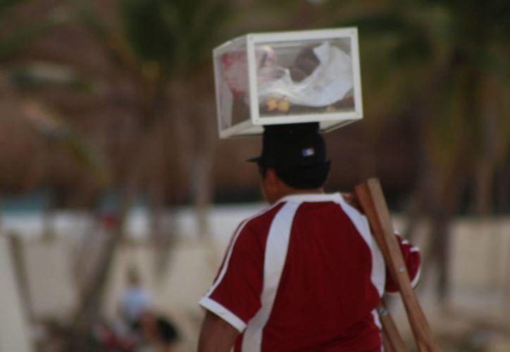 Los vendedores ambulantes pueden acceder a financiamiento federal para ingresar al comercio formal. (Adrián Barreto/SIPSE)