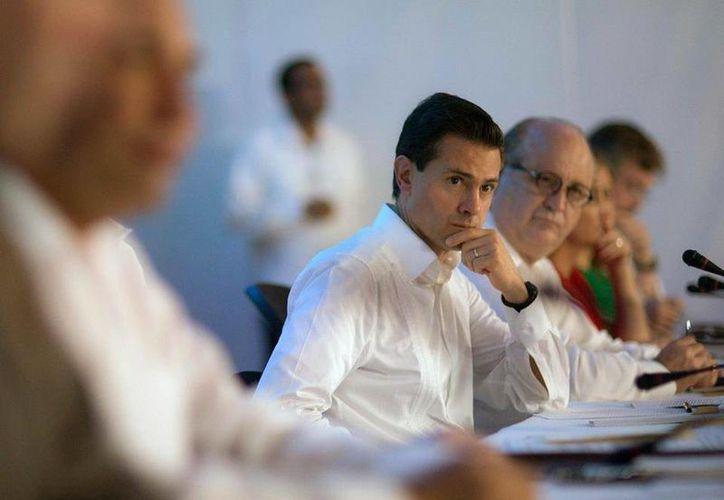 Peña Nieto perdió cuatro puntos en el último trimestre, según el estudio, en lo que representa una caída libre en los índices de aprobación desde mayo de 2014. (gob.mx/presidencia)