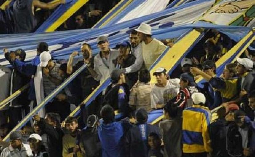 Un hombre de 39 años murió de un disparo de arma de fuego y otro de 22 años al ser atacado con un arma blanca al término del partido entre Rosario Central y Newell's. (Foto especial tomada de Milenio)