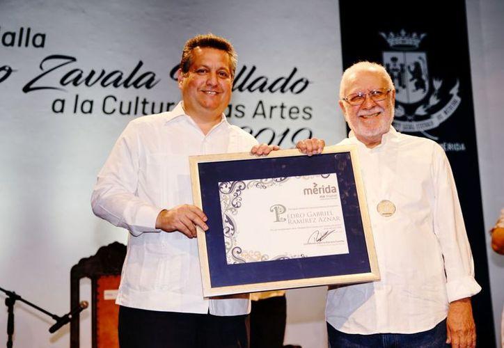 Gabriel Ramirez fue homenajeado con este medalla. (Foto:Novedades Yucatán)