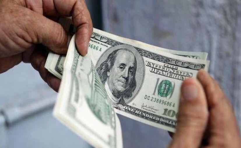La divisa estadounidense se compró en 17.25. (Archivo/Agencias)