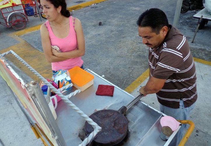 Algunos negocios operan en el Parque Independencia, entre otros. (Manuel Pool/SIPSE)