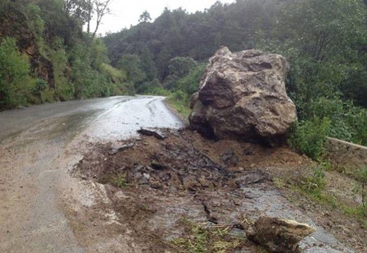 Las lluvias provocan que la tierra se reblandezca, por lo que ocurren desgajamientos de cerros. (Óscar Rodríguez/MILENIO)