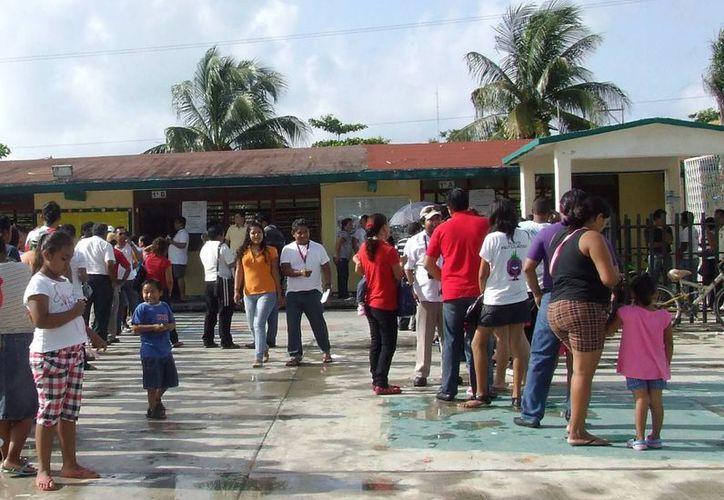 Hoy lunes se reanudan las clases después del periodo vacacional de semana santa. (Rossy López/SIPSE)