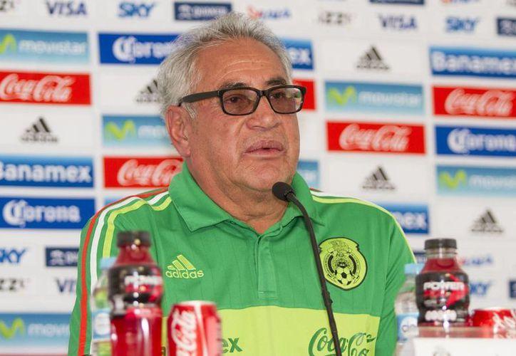 Al parecer, Leonardo Cuéllar tiene los días contados en la Selección Mexicana femenil. Los buenos resultados no han acompañado a su equipo y tendrá una reunión importante el próximo martes con dirigentes de la Femexfut. (Archivo Notimex)