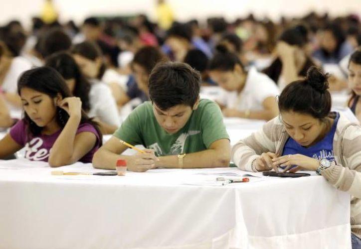 En México miles de estudiantes presentaron los exámenes de admisión a universidades del país. (Archivo SIPSE)