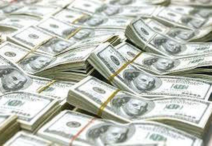 Un hombre de origen peruano fue detenido en el Aeropuerto Internacional de Cancún con aproximadamente 100 dólares falsos. (marcianophone.com)
