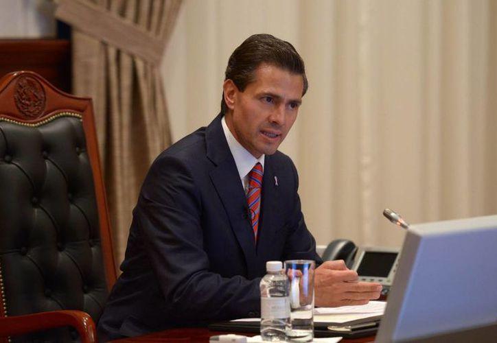 El presidente Enrique Peña Nieto se reunió con su gabinete para darles instrucciones ante el huracán Patricia. (Notimex)
