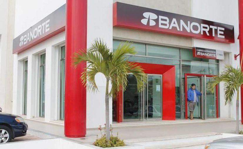 Los clientes de la Banca tienen a su disposición, los 365 días del año, los servicios por teléfono y por internet. (Archivo/ SIPSE)