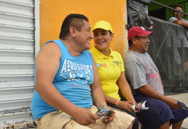 Karla Romero, continuó con sus actividades, ahora en la región 227 de Cancún. (Twitter)