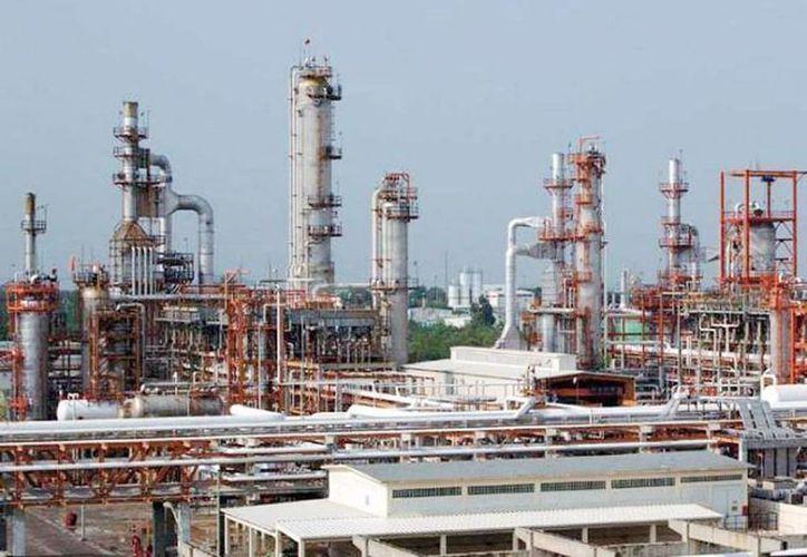 Es imposible un escenario con bajos precios del petróleo porque no justificaría la inversión. (Archivo/SIPSE)