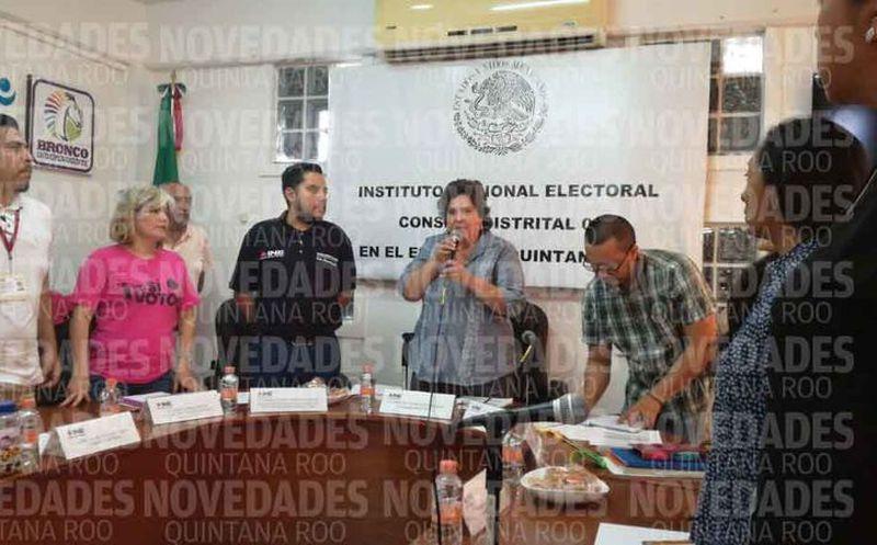 María del Carmen Sánchez Nava, consejera presidenta del Distrito 3, informó sobre los incidentes que se han registrado a lo largo del día. (Alejandro García/SIPSE)