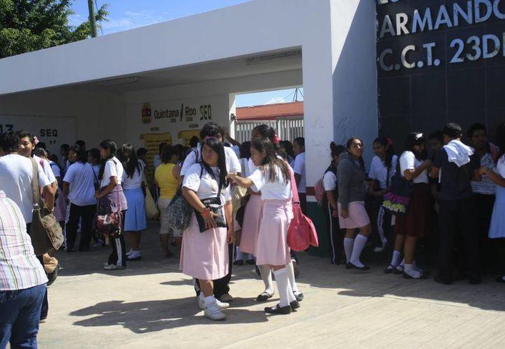 Los resultados preliminares presentados en diciembre de 2013 señalan que en Quintana Roo hay dos mil 503 centros de trabajo activos; 23 mil 587 maestros y 299 mil 741 alumnos. (Harold Alcocer/SIPSE)