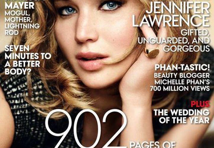 Imagen de la portada de Vogue, tomada por Mario Testino y divulgada por la revista, muestra a Jennifer Lawrence en la edición de septiembre de 2013. (Agencias)