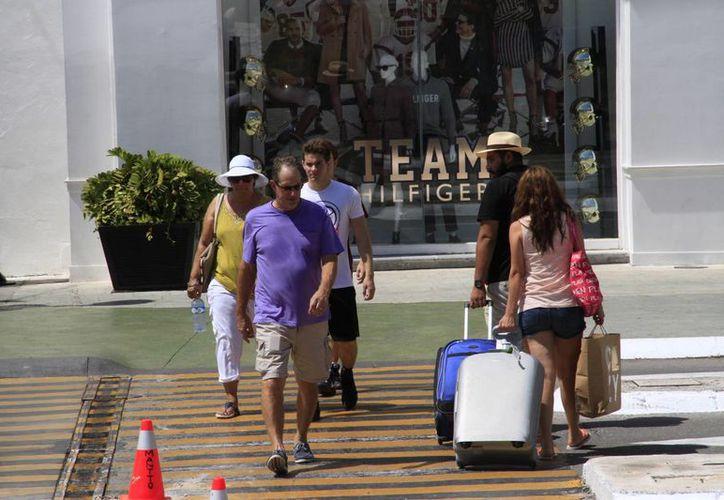 El promedio de visitantes de dicho mercado son grupos de dos a seis personas. (Israel Leal/SIPSE)