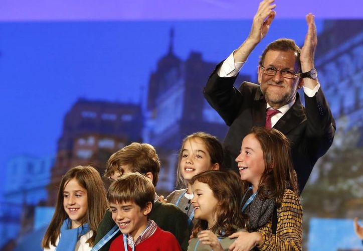 Mariano Rajoy se mostró confiado de ganar las elecciones de este domingo durante el cierre de campaña que realizó en la capital de España. (AP)
